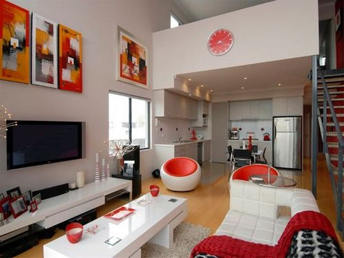 The neutral color of the walls with all the accents of orange and a little bit of red.