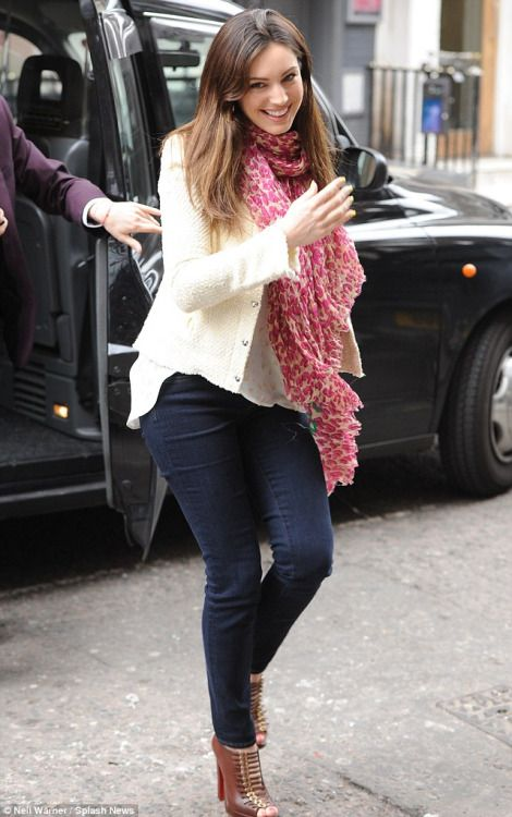 Kelly Brook, scarf