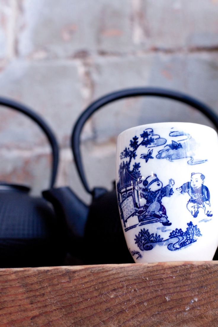 Hand painted Chinese tea cup