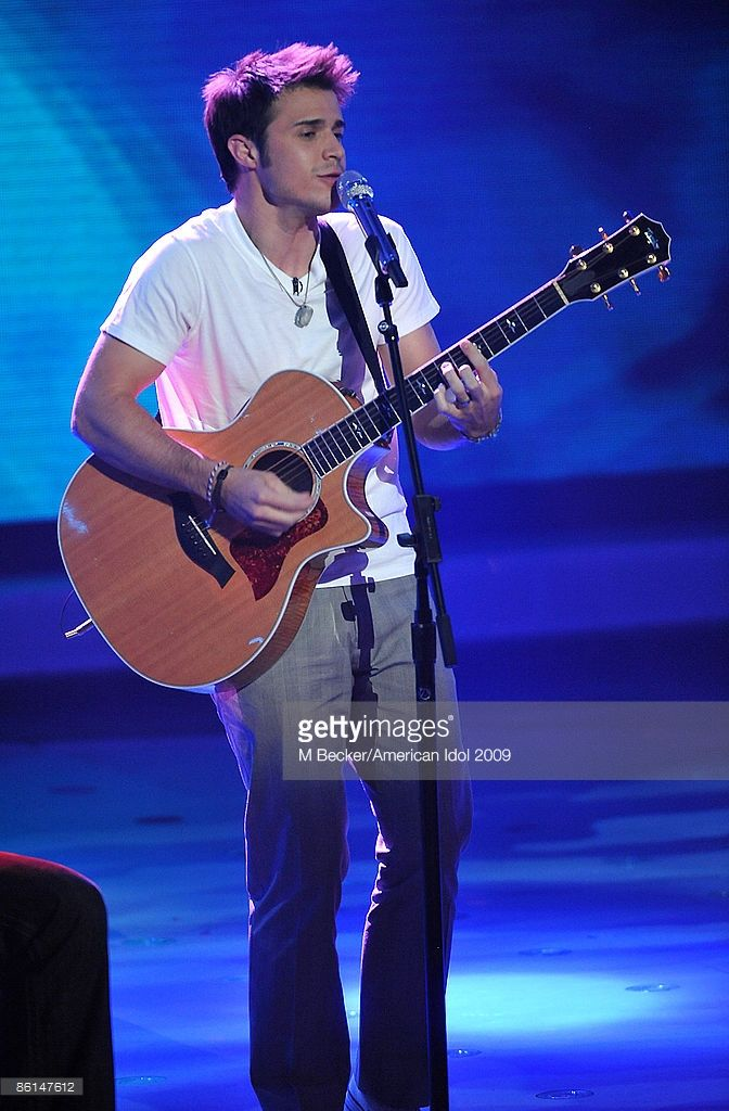 contestant-kris-allen-performs-live-on-the-american-idol-season-8-top-picture-id86147612 (672×1024)