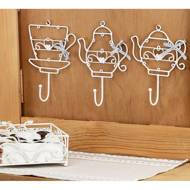 Cudowny wieszaczek w kształcie filiżanki ze spodeczkiem, idealnie pasujący na przykład do kuchni. Posiadamy także inne kształty z tego rodzaju.