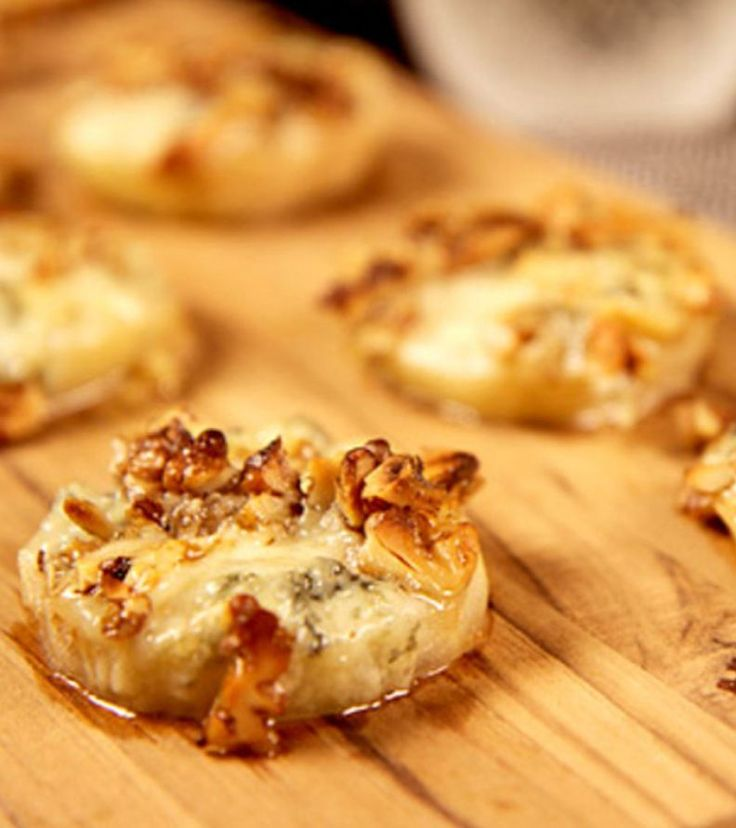 Healthy Baked Pear With Walnut and Gorgonzola | Easy Appetizers, Healthy Sweet Snacks