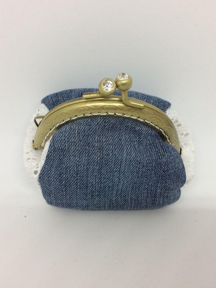 Petit porte-monnaie en jeans et dentelle et fermoir ancien : Porte-monnaie, portefeuilles par sachane