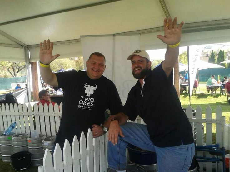 A big Hi! from Hennie of @twookesbrewery & Arthur from @DogandFigBrews