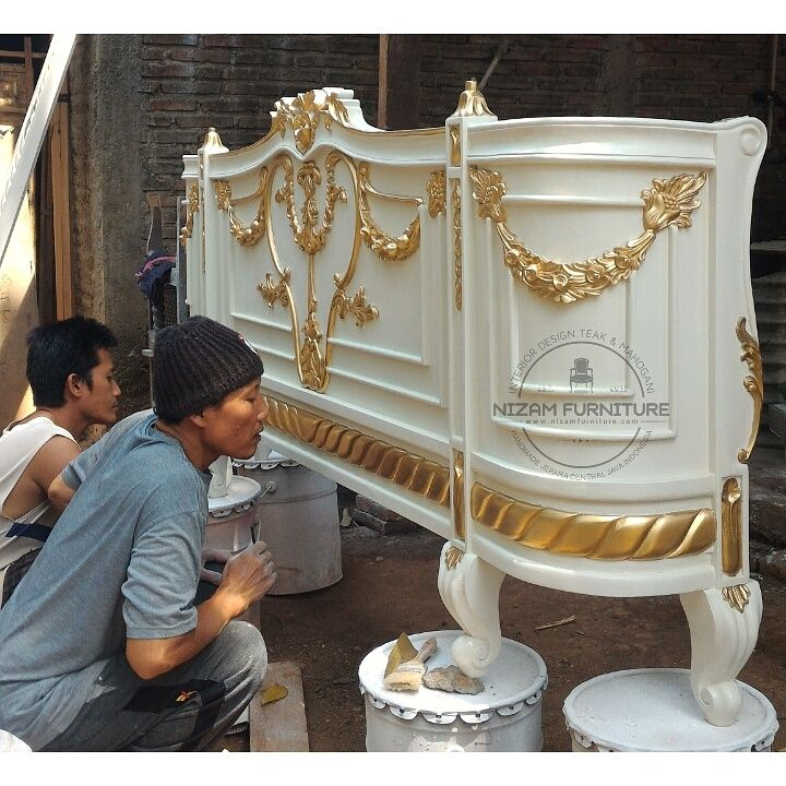 Progres Bed Carving