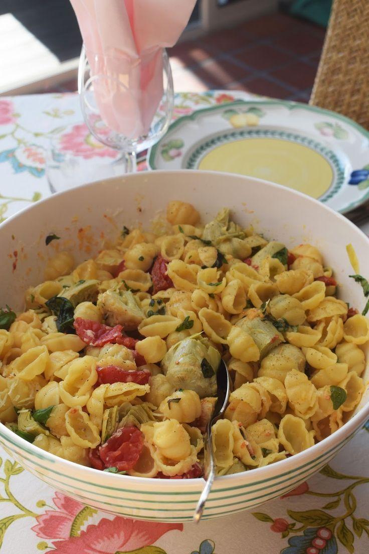 Våra grannar Carin och Olof bjöd på middag. Bubbel med oliver, vattenmelon och ost. Sedan grillat. det var fläskfilé, olika korvar, ugnsrost...