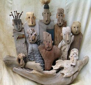 Driftwood people (Atelier Karibu: Creations en BOIS FLOTTE Xavier DEPARIS). They make me smile...