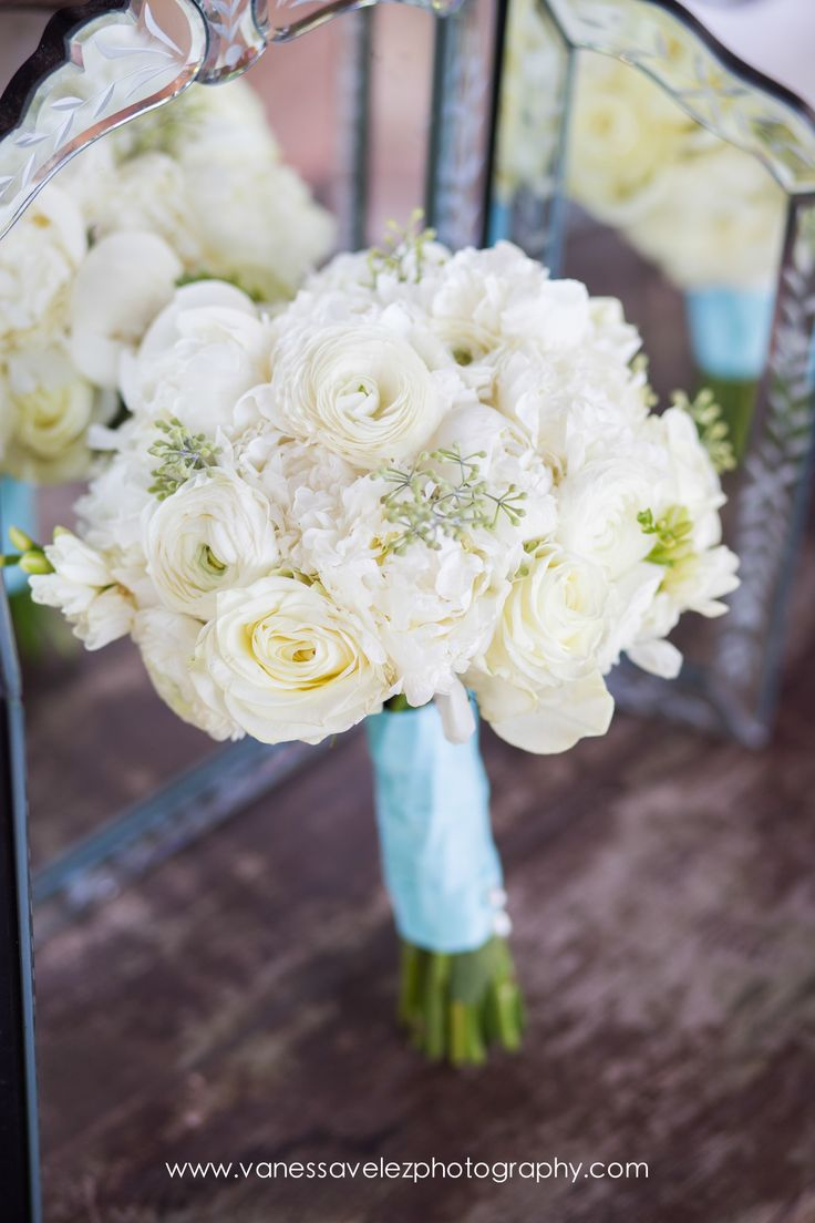 Ivory hydrangea white ranunculus vendela rose and
