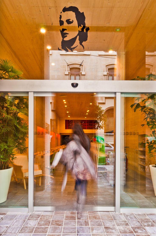 Entras? Te espera el restaurante más Cool de #Valencia . Su comida es espectacular y su servicio de diez. A por una estrella de la prestigiosa #GuiaMichelin