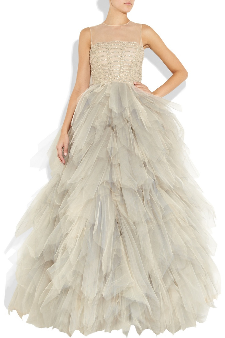 OSCAR DE LA RENTA: wedding dress hands down