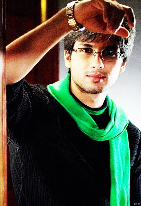 Shahid Kapoor- blush blush with his boyish charm.