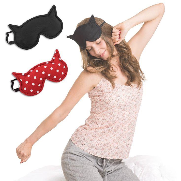 So herrlich entspannt wie eine Katze schläft man mit dieser Schlafmaske, deren Inlay ganz nach Wunsch erwärmt oder gekühlt werden kann. Ob für jemanden, der auf Reisen gern abschalten will oder zum Kühlen bzw. Wärmen der Augenpartie, mit Luna werden die Erholung und Träume gleich nochmal so süß!