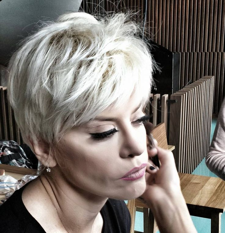 Nou look pentru Loredana. #hairstyle #haircut #celebritylook #beautydistrict #beautysalon