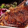 驚きのサイズの熟成肉「Lボーンステーキ」をワインと堪能