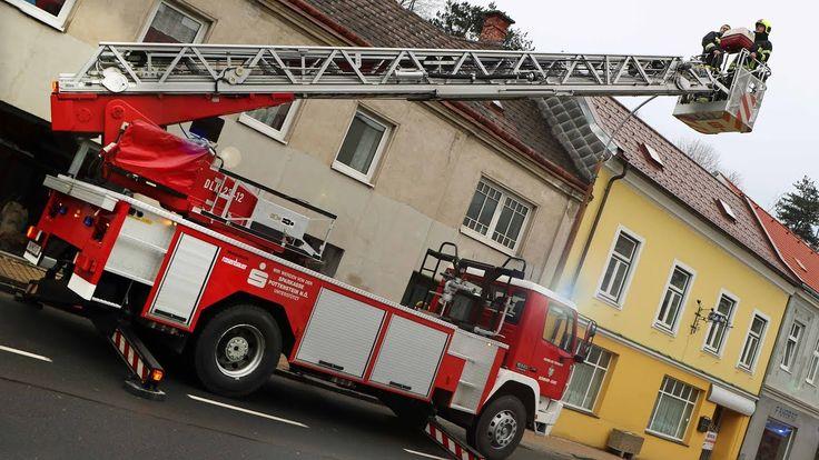 Katze vom Dach gerettet - Feuerwehr mit Kranwagen im Einsatz - FF Berndorf