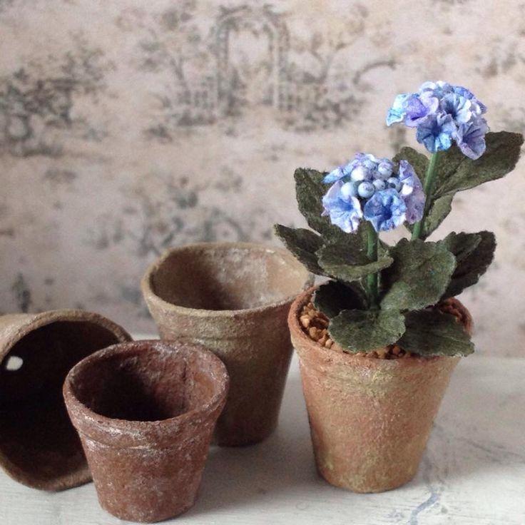 Miniature hydrangeas and clay pots by Annie Fryd Christensen - WeLoveMiniatures