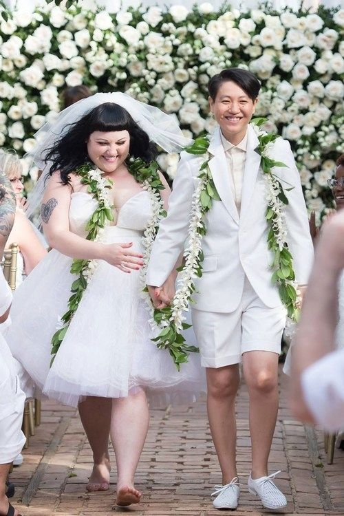 One more look at the happy couple? OK fine. | Beth Ditto Married Her Girlfriend In Hawaii