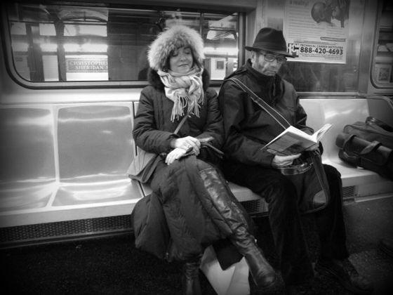 Elvira Lindo y Antonio Muñoz Molina. Ella es periodista, guionista, novelista y conocida sobre todo por ser la creadora del personaje Manolito Gafotas. Él es escritor, académico y fue galardonado en 2013 con el Premio Príncipe de Asturias de las Letras. Comparten la pasión por la literatura, espacios comunes e hijos y viven a caballo entre Madrid y Nueva York.