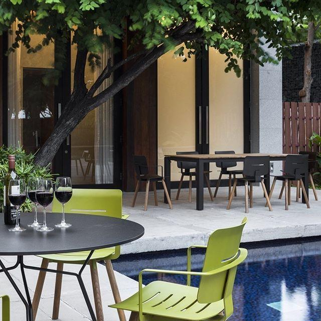 ein zeitlos schicker stuhl fr balkon terrasse und garten der dank seiner teakholz beine und - Luxus Hausrenovierung Perfektes Wohnzimmer Stuhle Design