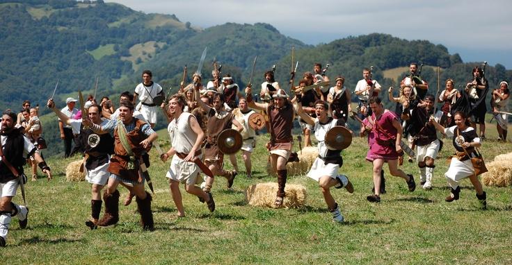 Festival Astur-Romano que se celebra en Carabanzo (Asturias), en el que se recrea la supuesta batalla entre Astures y Romanos en la Vía Carisa. // Astur-Roman Festival which is hold in Carabanzo (Asturias) and recreates the battle between the Asturs and the Romans in the Vía Carisa.