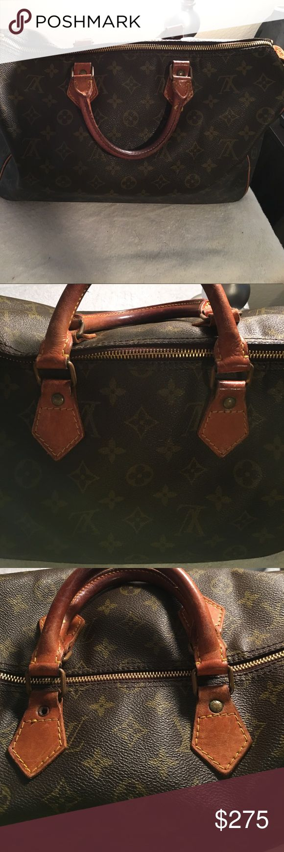 Authentic Louis Vuitton Speedy 40 The bag is an old one, but has been well taken care of and still looks great! Holds a lot of stuff. There is a button missing off of one of the handles, can be replaced. 🔴🔴PRICE IS FIRM🔴🔴 The handle still works🔴🔴 Louis Vuitton Bags Hobos