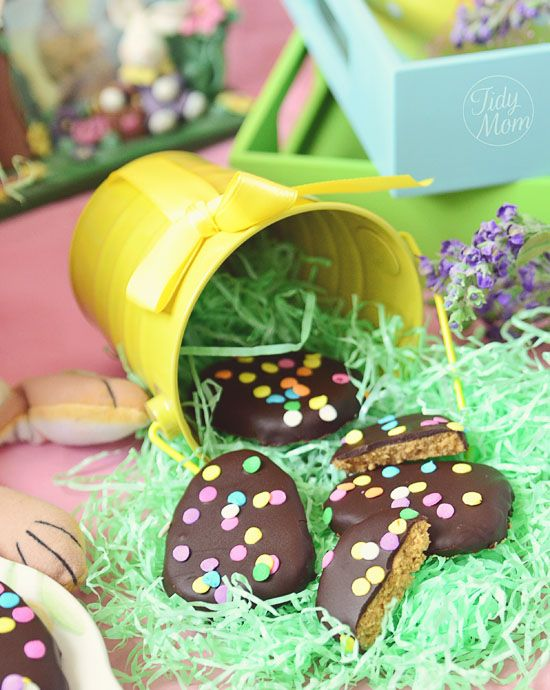 Just like Reeses PB Eggs...Yummy!!: Peanut Allergies, Easter Candy, Butter Eggs, Chocolates Chips, Desserts Easter, Easter Eggs, Easter Treats, Peanut Butter Cups, Homemade Peanut Butter