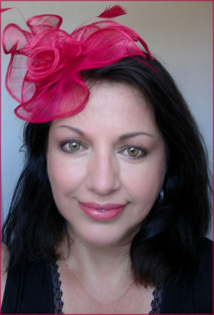 Bibi -Chapeau de Cocktail, Rose-Framboise - Lin et plumes sur serre-tête : Chapeau, bonnet par ladyplazza