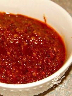 La Salsa di pomodori secchi (per tartine bruschette e crostini) è una salsina appetitosissima dal gusto tutto mediterraneo.