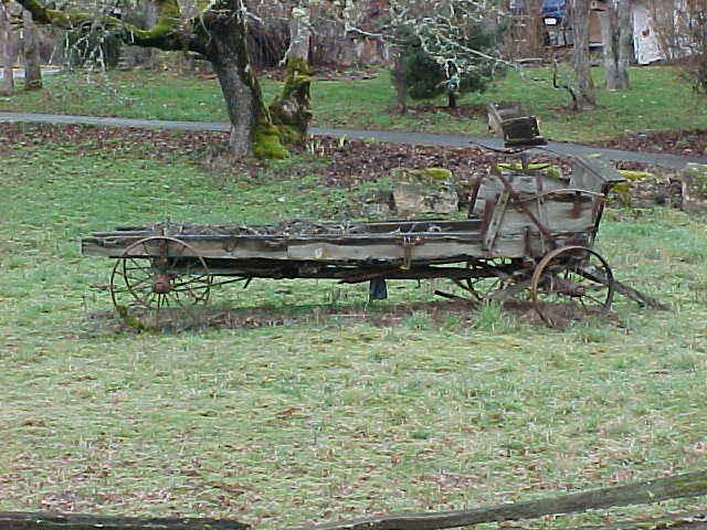 90 best circle the wagons images on pinterest for Things to do with old wagon wheels