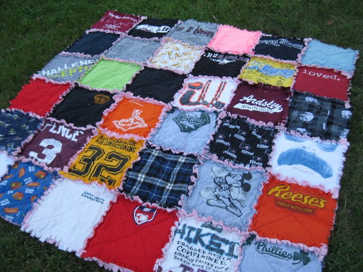 *This listing is for a custom made T-shirt rag quilt to be made from your t-shirts or other materials that you provide. You choose the size, only $5 per square. This quilt will be made from however many squares you want, each having an approximate finished size of 12 x 12 inches. The quilt will be lined with quilt batting and backed with flannel or cotton in the color of your choosing. The quilt in the picture is for display purposes only and is not for sale*  This is the kind of quilt that…