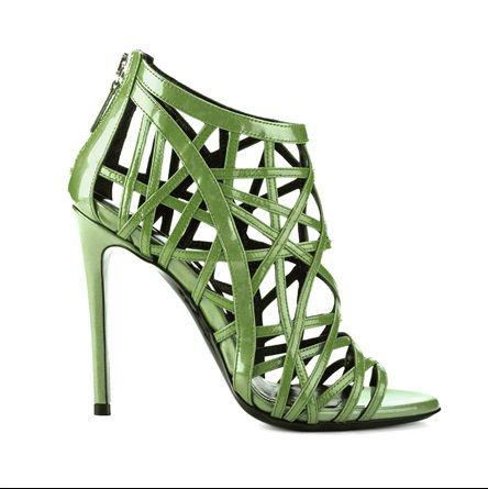 Principesse sul (verde) pisello - VanityFair.it  SIMONE CASTELLETTI  Sandalo cage modello Grace con listini intrecciati