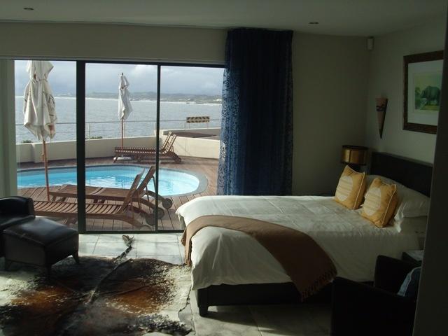 See the whales frolocking in the ocean when you wake up in Whale Sanctuary Lodge Gansbaai/De Kelders