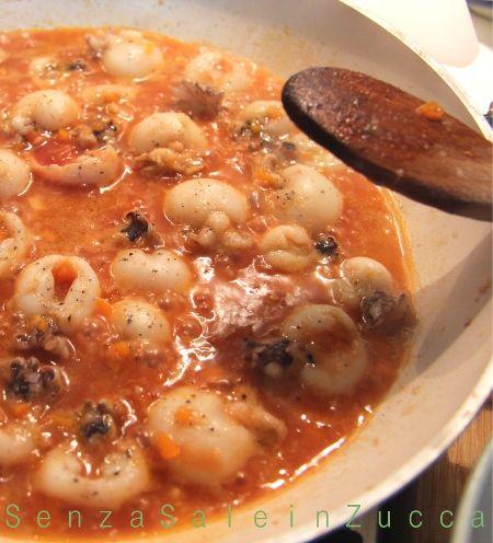 L'ultimo piatto dal sapore invernale...o almeno lo spero.   L'altra domenica, ancora freddo, ancora grigio, arriva voglia di polenta...anche...