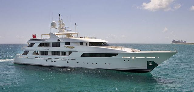 Yachts are mainly used for the adventures & sporting activities. You can choose this option either for pleasure for your vacation or for sporting activities like racing.