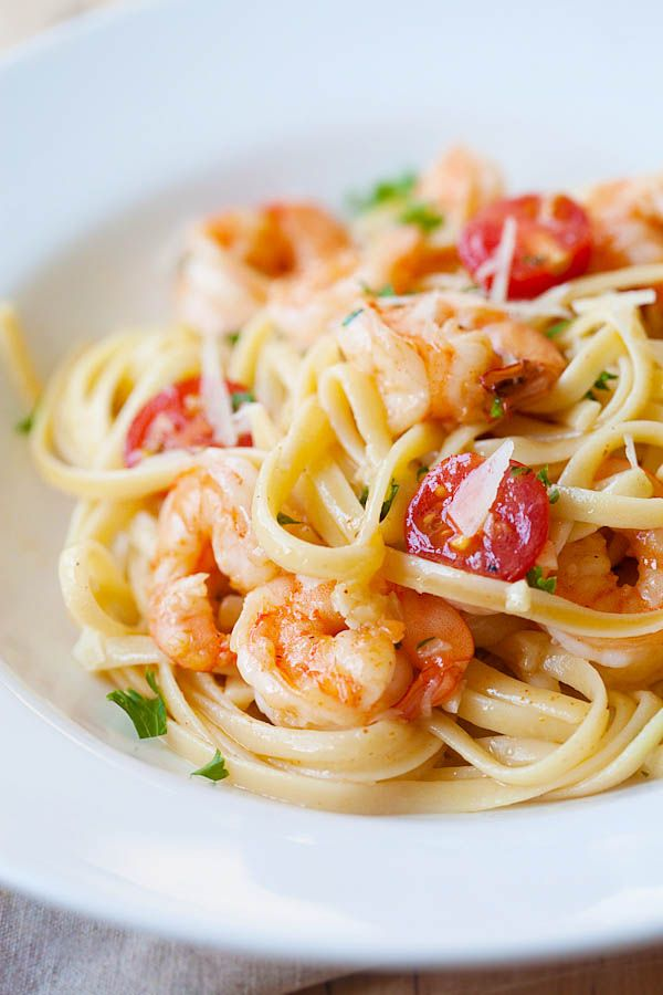 Garlicky buttery shrimp scampi linguine - quick and easy recipe that you can make in one pot for the family. Super yummy and you'll want it every day | rasamalaysia.com