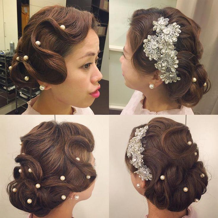 こないだの花嫁さま髪型後輩で再現 和装だったけど洋装イメージで ドライ質感のフィンガーウェーブで モダンに リッジしっかりで写真映え狙い 横顔かわいいな。  #hair #hairdo #hairstyle  #bride  #wedding  #ヘアセット #ヘアスタイル #ヘアアレンジ  #ブライダル #ブライダルヘア #結婚式 #前撮り #アップスタイル  #ざっくり  #プレ花嫁 #フィンガーウェーブ  #花嫁ヘア #モダン #ビジュー #cute #花嫁髪型