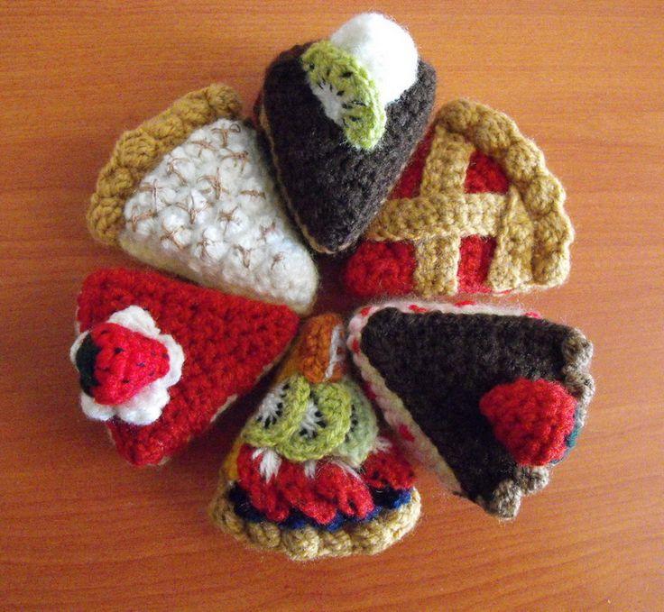 FREE Crochet Pattern for 6 different crocheted Piece of Cake : Cherry Pie, Chocolate Cake, Strawberry Cake, Fruit Cake, Lemon Meringue Pie and Cheesecake