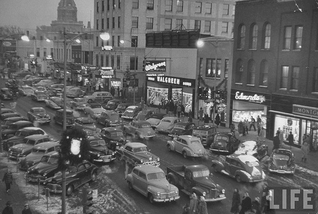 Holiday traffic on Court Street Kankakee IL US 1950 | PLACES ~ IL