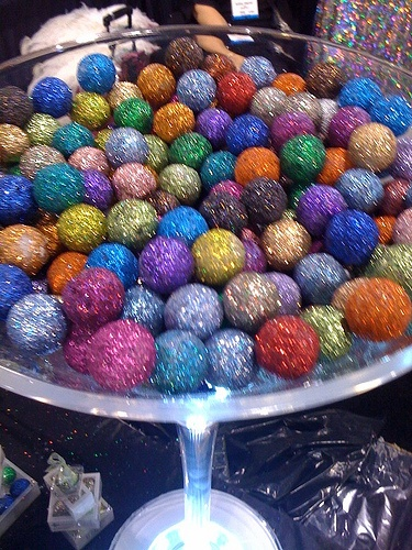 Edible glitter cake balls! I feel like this would be perfect for a reception for my someday wedding :)