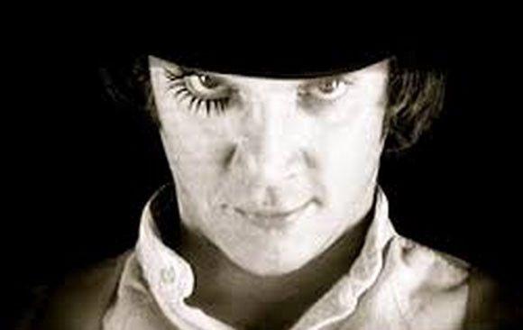 ソシオパス・社会病質者の多くは育った家庭環境が悪く、精神的虐待を受けていたトラウマが要因だとされている。