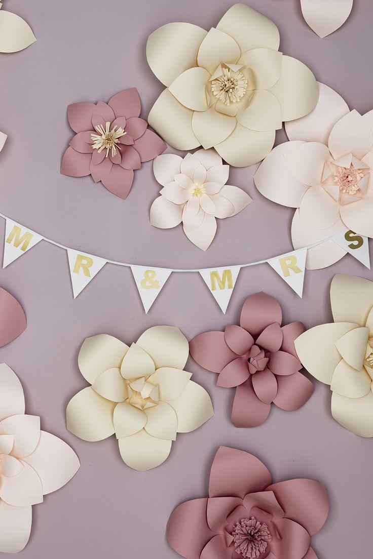 Flower backdrop www.pandurohobby.com #wedding #flowers #diy #justmarried #purple #pink #tablesetting #backdrop #bröllop #bröllopsdukning #dukning #bryllup