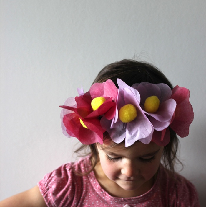 Mima + Moo show us on Babiekinsmag.com how to make this cute headband!: Babiekinsmag Com, Cute Headbands, Diy Crafts, Floral Headbands, Flowers Crowns, Accessories Flowers, Diy Headbands, Big Flowers, Diy Floral