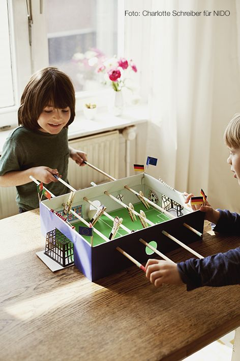 Build a football table yourself! Instructions in the Nido 06/16. Photo: Charlotte Schreiber