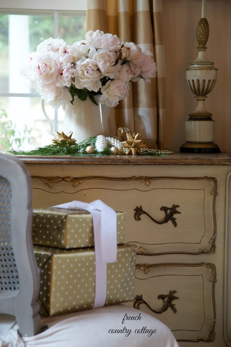 French Country Cottage Christmas ~ Home Tour.  Oh my goodness, how pretty!