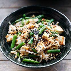 Makaron ryżowy smażony z fasolką, imbirem i tofu   Kwestia Smaku