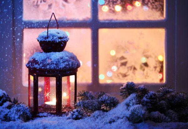 Vánoční výzdoba vnáší do našich domovů sváteční náladu a vy si tak můžete alespoň na konec roku užít výjimečně nazdobený byt. Mezi dekorace patří nejen jehličí, sušené plody, ozdoby a gerlandy, ale také i lucerny, které vnesou do vašich domovů tu pravou vánoční atmosféru, a to nejen svým vzhledem, ale hlavně světlem svíček.  Vánoční lucerny mohou mít mnoho podob, od malých až po metr vysoké, mohou být různě barevné, a také se mohou lišit materiálem a svým stylem. Pokud vybíráte lucernu do…