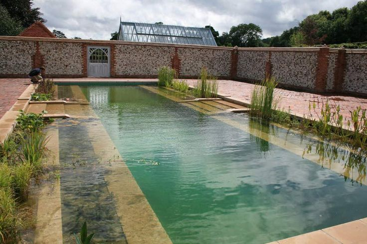 Les 25 meilleures id es de la cat gorie piscines for Piscine naturelle a debordement