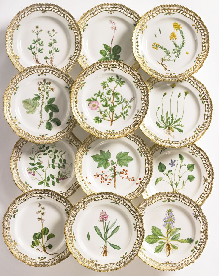 A SET OF TWELVE ROYAL COPENHAGEN 'FLORA DANICA' RETICULATED DINNER PLATES MODERN standard printed and painted factory marks, shape numbers 20 3553. diameter 10 in.
