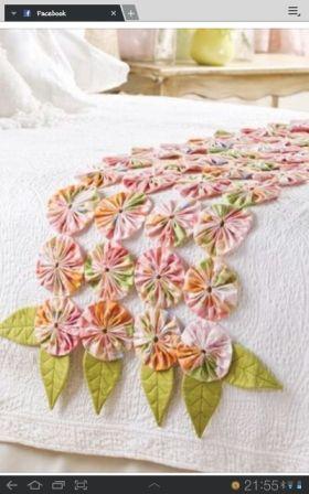 decoracion pie de cama con yoyos