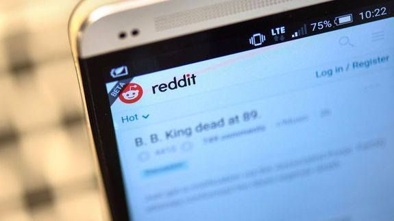 """Big change announced in Reddit CEO's apology over editing fiasco Read more Technology News Here --> http://digitaltechnologynews.com  Reddit CEO Steve Huffman has not only issued a formal apology on the social media platform for editing comments made about him on the site by Donald Trump supporters but he's announced a big change to the site as well.   SEE ALSO: Reddit's Trump trolls are freaking outand they're right  In a long post on r/announcements Huffman begins by saying """"tl;dr: I…"""